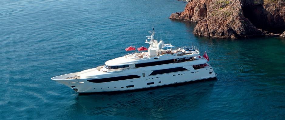 Arredamento e ombrelloni yacht di lusso