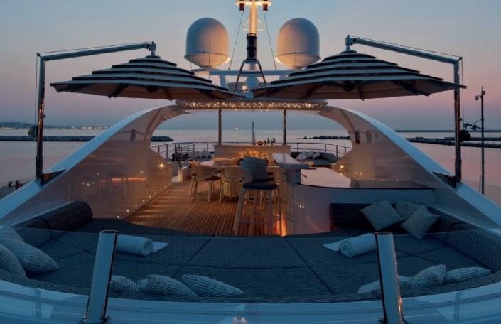 Arredamento e ombrelloni yacht di lusso for Arredamento yacht